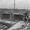 Bouw IJtunnel, overzicht werkzaamheden in het bouwdok in Tuindorp Oostzaan, Bestanddeelnr 916-6062.jpg