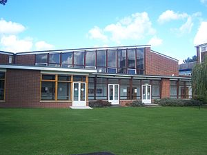 Brockenhurst College - The promenade, with the main hall behind, connecting the M Block with the S Block, A Block and LRC.