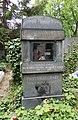 Bubenečský hřbitov, malíř Karel Tondl.jpg