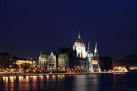 Budapest Night Parlament 4.jpg