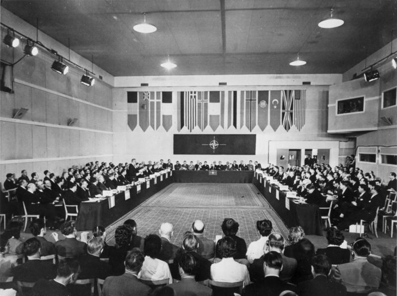 Bundesarchiv B 145 Bild-098967, Aufnahme der Bundesrepublik in die NATO