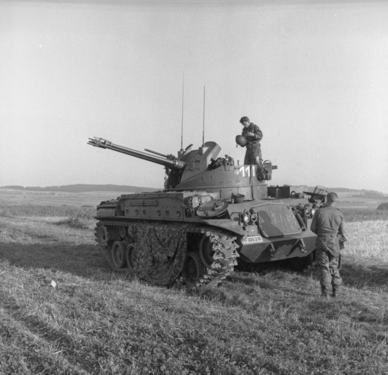 Bundesarchiv B 145 Bild-F005978-0003, Manöver Heer, Flak-Panzer M-42