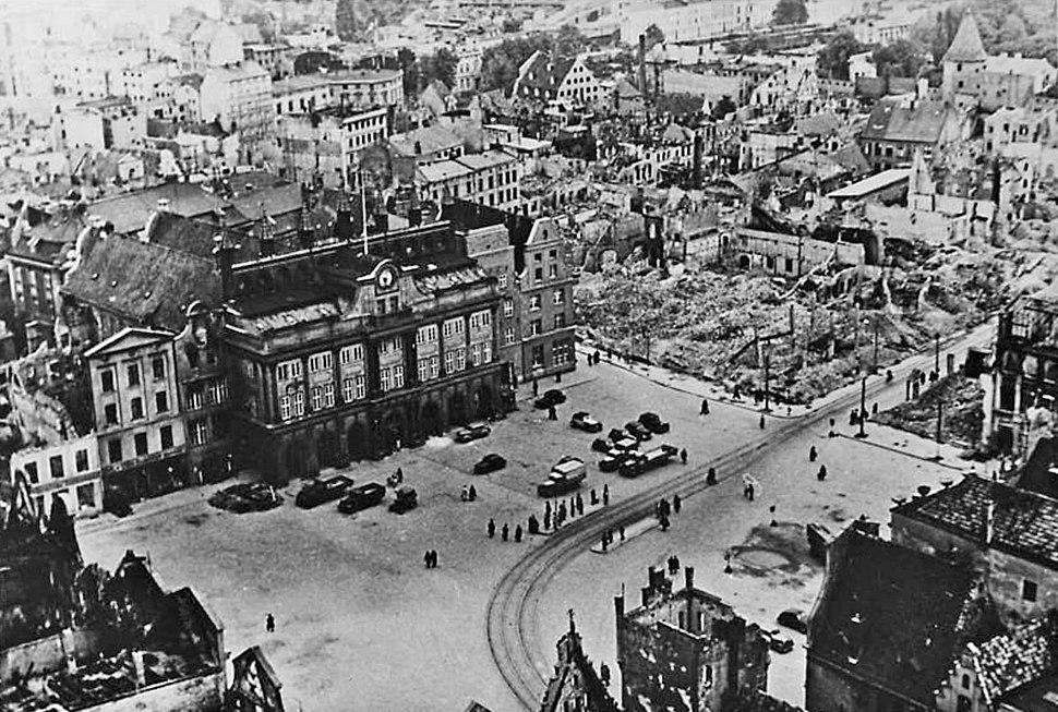 Bundesarchiv Bild 183-H28029, Rostock, Marktplatz mit Rathaus