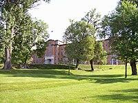 Cégep de Chicoutimi (vue gauche ancien séminaire).jpg