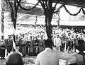 COLLECTIE TROPENMUSEUM Een groep Kajan Dajaks tijdens het bezoek van Gouverneur-Generaal J.P. Graaf van Limburg Stirum aan Borneo TMnr 60018480.jpg