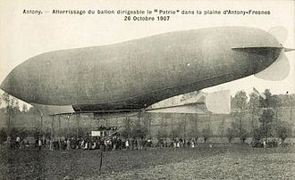 La République (airship) - Patrie landing on the plain at Antony-Fresnes, 26 October 1907