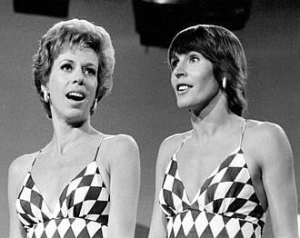 Helen Reddy - Reddy (right) with Carol Burnett, 1973