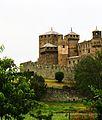 Castello di Fénis immerso nel verde valdostano.JPG