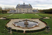 Château d'Esquay-sur-Seulles façade ouest et jardin.jpg