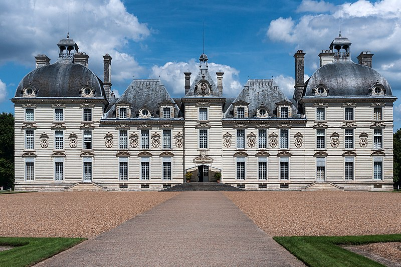 File:Cheverny-Chateau-VueFrontale.jpg