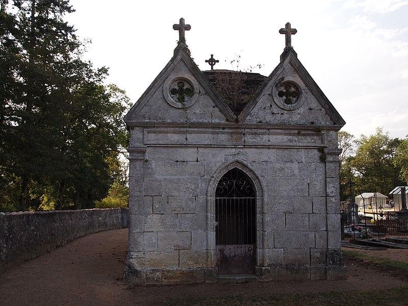 Monument funéraire dans le cimetière de Chirac, en Charente (France)