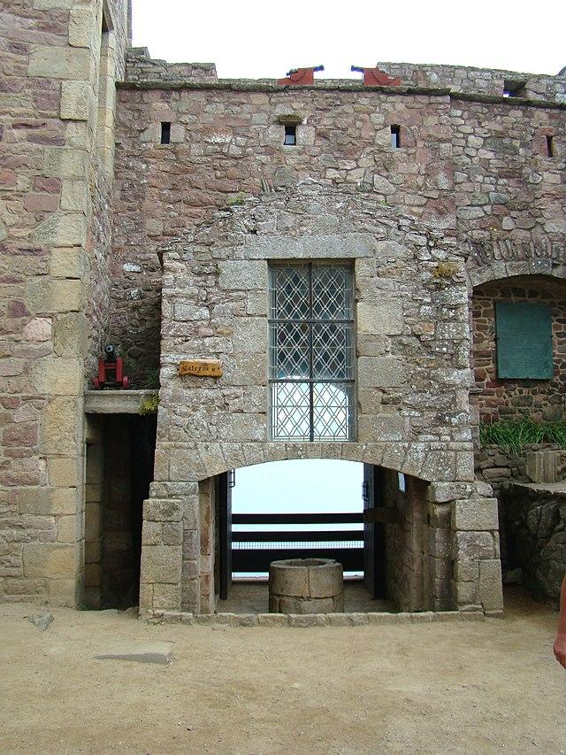 Chateau de Fort la latte 640px-Citerne_Fort_la_Latte
