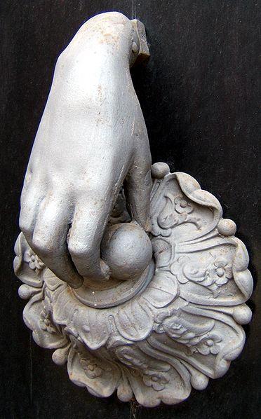http://upload.wikimedia.org/wikipedia/commons/thumb/7/70/Cittanova_battiporta_antico.jpg/372px-Cittanova_battiporta_antico.jpg