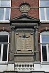 close-up van de voorgevel van de voormalige synagoge te roermond met de tien geboden en daarboven een rond venster met een davidster - roermond - 20343793 - rce
