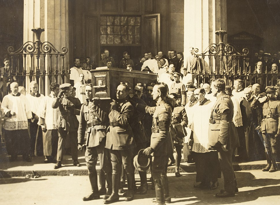 Coffin of Michael Collins being carried from the Pro-Cathedral (15766239474)