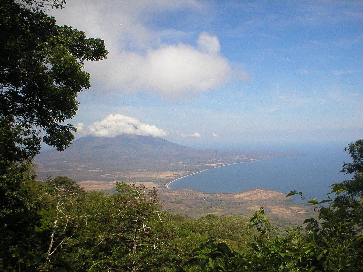 1200px Concepci%C3%B3n from Maderas %28landscape%29 Когда лучше ехать в Никарагуа: погода, праздники и события