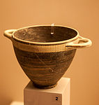 Corinthyan kotyle Archaeological Museum of Rhodes.jpg
