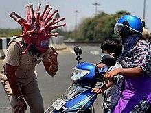 Hełm korony policjanta z Chennai