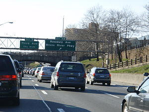 Interstate 95 in New York - Congestion on the Cross Bronx Expressway westbound approaching exit 4B