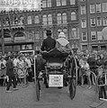 Dam tot Dam race , eerste dag, de heer A.F. Jansma uit Deinum met koets en paard, Bestanddeelnr 910-6159.jpg