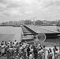 De Koningin Emmabrug gezien vanaf Punda in Willemstad op Curaçao. De pontonbrug , Bestanddeelnr 252-7237.jpg