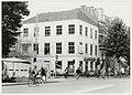 De etages boven de winkel van Albert Heijn worden verbouwd tot kantoorruimtes. NL-HlmNHA 54037228.JPG