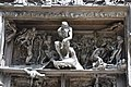 Detalle superior Puerta del Infierno Rodin.jpg