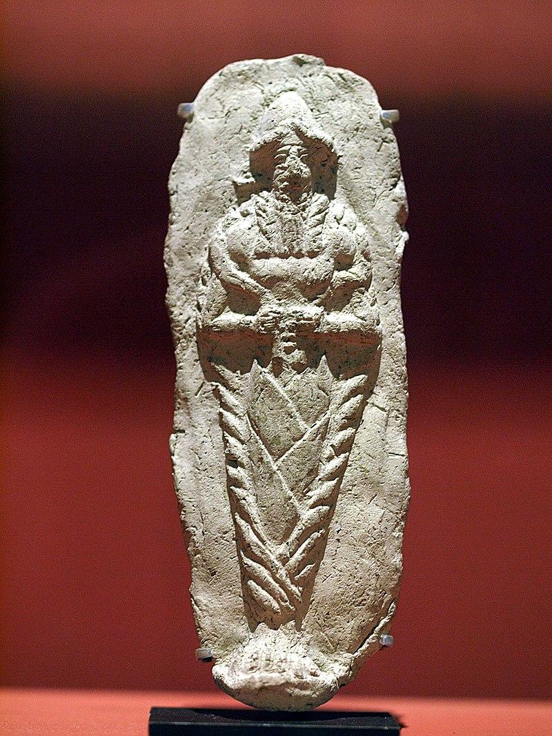 Photo d'une sculpture de forme ovale représentant un homme
