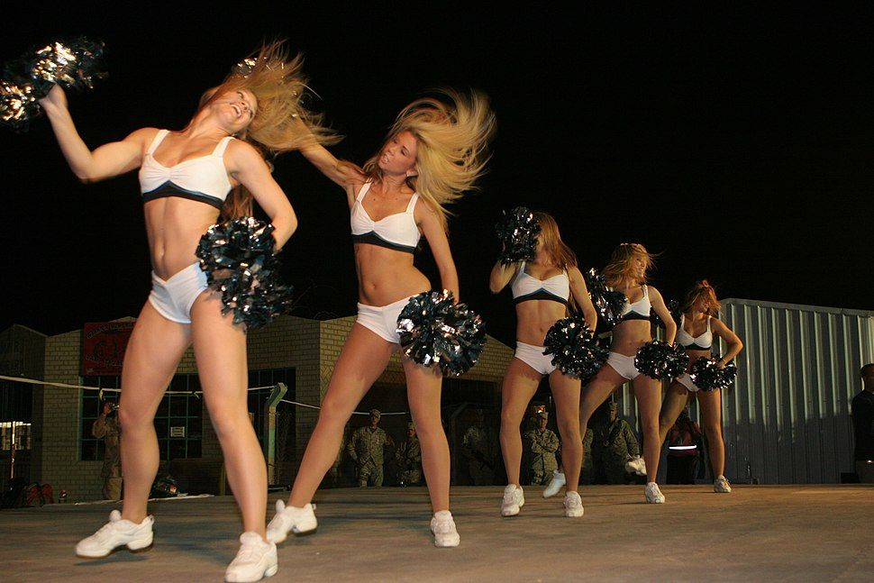 Eagles-Cheerleaders-Unison-June-7-08