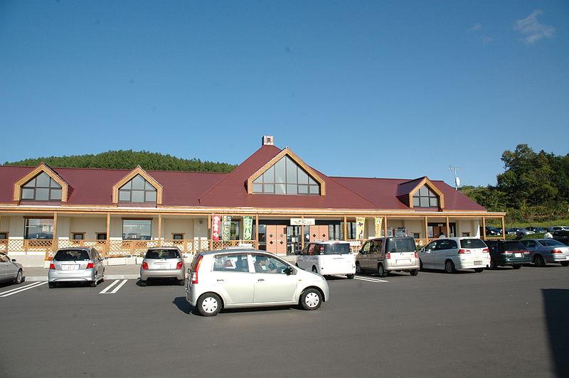 File:Ehonnosato Kenbuchi Michinoeki Hokkaido Japan.JPG