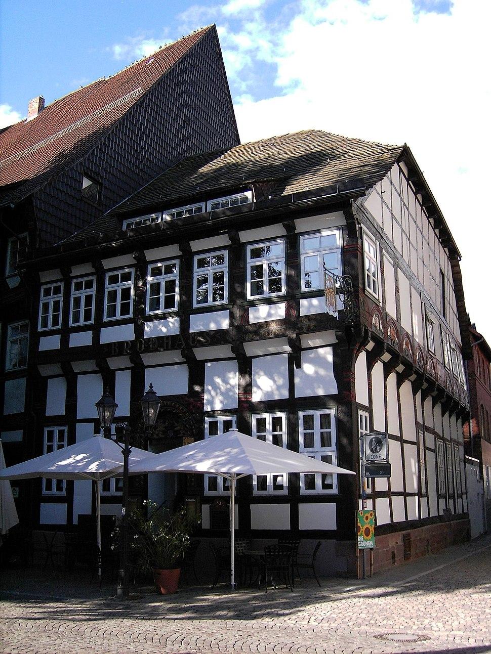 Einbeck-Am.Markt-Brodhaus.01