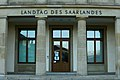 Eingang (Landtag Saarland) 2021-02-28 (01).jpg