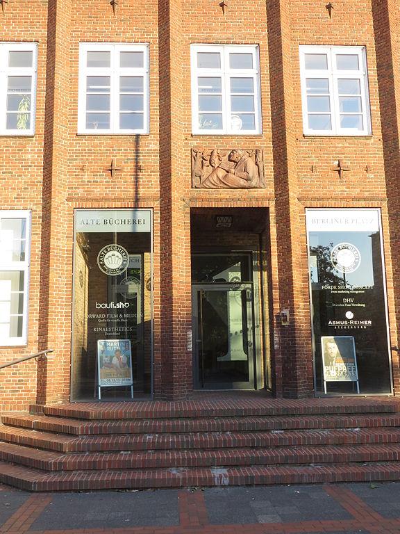 File Eingang der alten Bücherei vom Deutschen Haus
