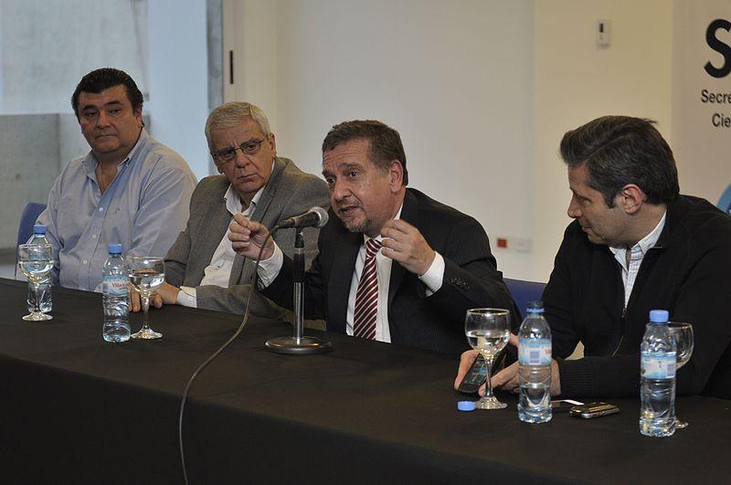 File:Encuentro nuevas tecnologías - Víctor Santa María (10085173575).jpg