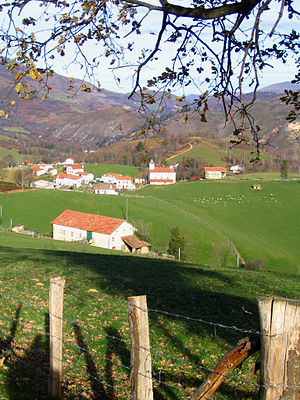 Aldudes - The village of Esnazu.
