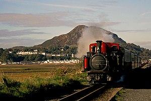 Traeth Mawr - Ffestiniog Railway locomotive David Lloyd George on the Cob, heading towards Blaenau