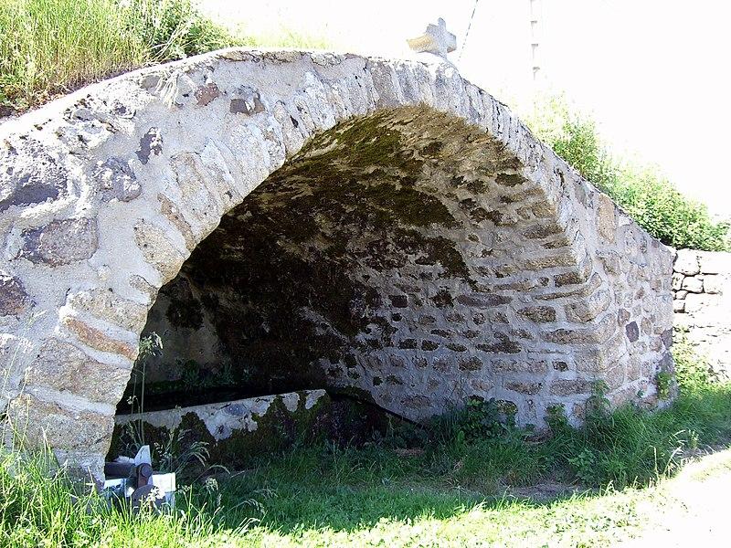 La fontaine d'eau de Cornuscle à Mariac