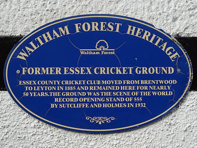 plaque № 9648 - Essex County Cricket Club moved from Brentwood to Leyton in 1885 and remained here for nearly 50 years. The ground was the scene of the world record opening stand of 555 by Sutcliffe and Holmes in 1932