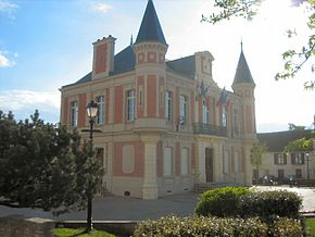 France - Mouroux - Town hall.jpg