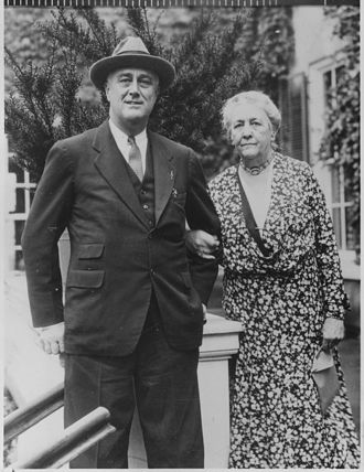 Sara Roosevelt - Sara Delano Roosevelt with her son, President Franklin D. Roosevelt, in 1933 at the family estate in Hyde Park, New York