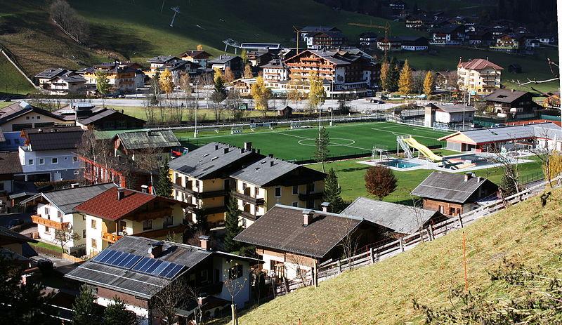 File:Fußballplatz Freibad von Großarl.JPG