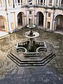 Fuente del Claustro de D. João III (Convento de Cristo, Tomar).jpg