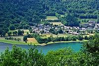 Génos 65 Village&lac vue E 2009.jpg