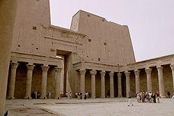 Templo de Horus en Edfu. Patio.