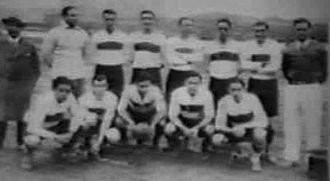 History of Club de Gimnasia y Esgrima La Plata (football) - The team posing in Europe during the 1930 European tour.