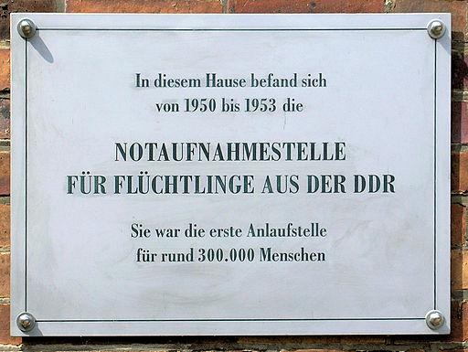 Gedenktafel Kuno-Fischer-Str 8 Notaufnahmestelle DDR Flüchtlinge