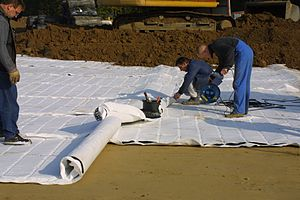 Geocomposite - Image: Geocomposite drain installation