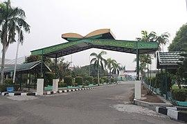 Gerbang Asrama Haji.JPG