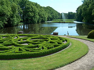 Glorup Manor - The garden and lake