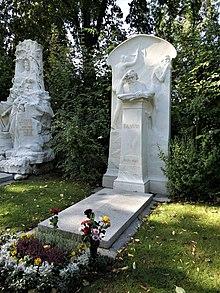 Johannes Brahms' Ehrengrab auf dem Wiener Zentralfriedhof (Quelle: Wikimedia)